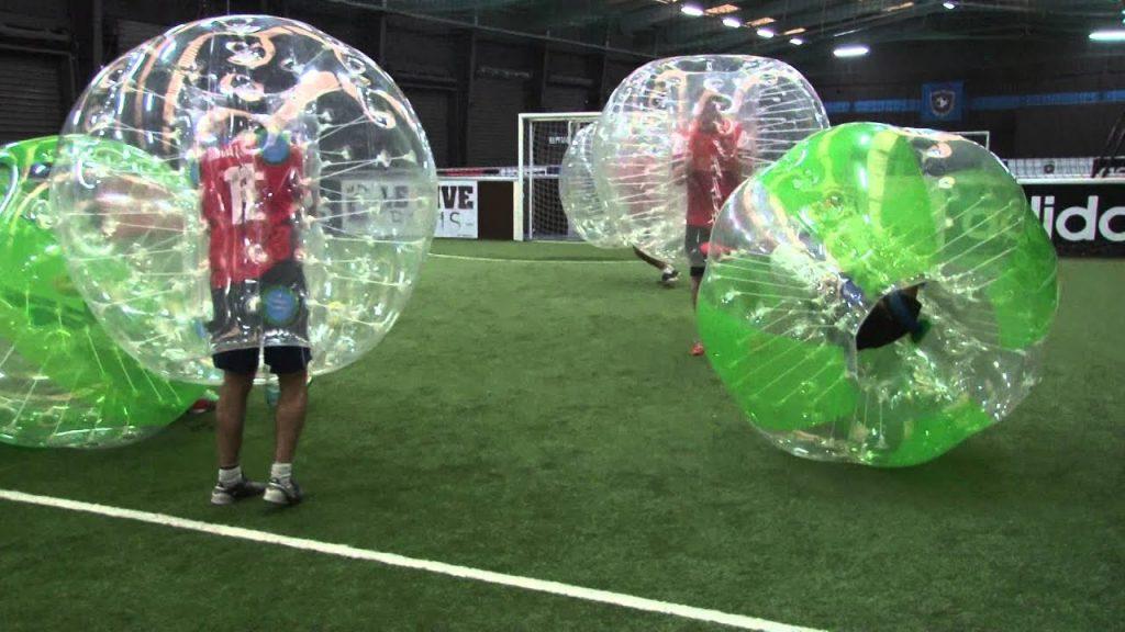 Partie de bubble-foot FitFive