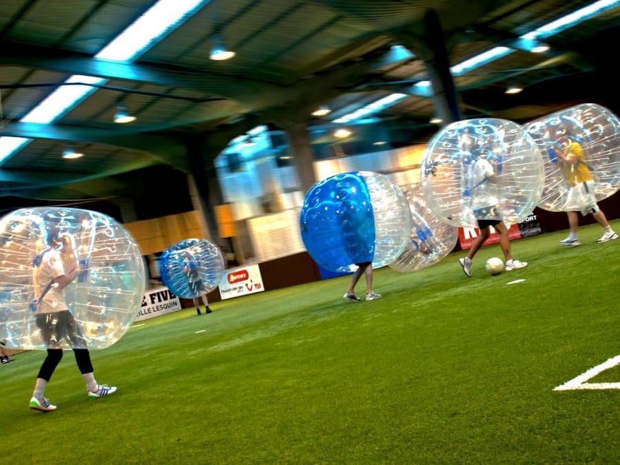 Charge de bubble foot sur terrain FitFive